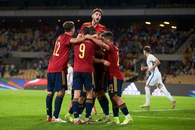 Juan Miranda of Spain U-21 celebrates a goal with teammates during the European Championship 2023 Qualifier match between Spain U21 and Slovakia U21 at La Cartuja Stadium on October 8, 2021 in Sevilla, Spain