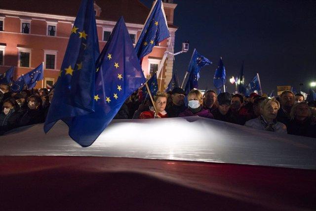 Arxiu - Manifestants europeistes a Varsòvia