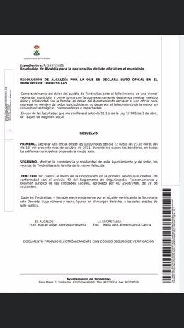 Expediente de Ayuntamiento de Tordesillas por el que se declaran dos días de luto oficial por la muerte de una menor
