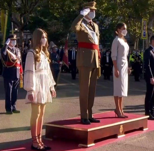 La Infanta Sofía, en su primer acto sin la Princesa Leonor, ha presidido el Desfile Militar con los Reyes