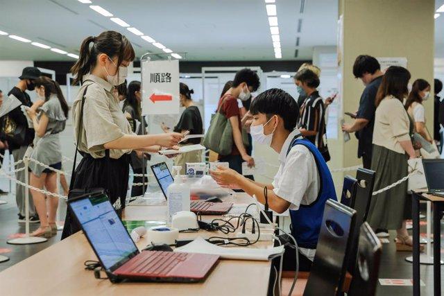 Archivo - Centro de vacunación contra el coronavirus en Tokio, Japón