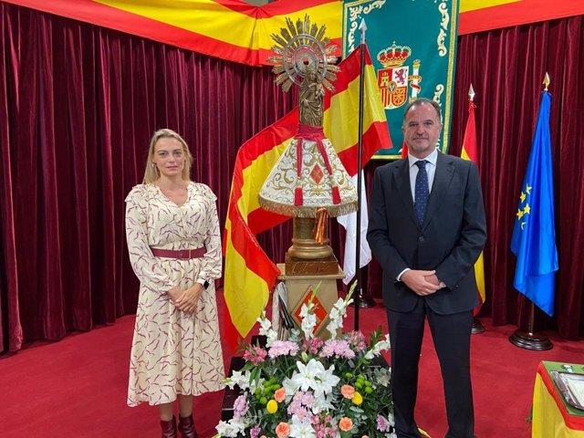 Los dirigentes del PP Carlos Iturgaiz y Raquel González en el cuartel de La Salve (Bilbao) por la festividad del 12 de octubre