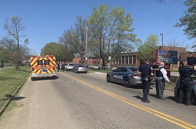 Archivo - Arxivo - La Policia envolta l'institut Austin-East Magnet a la ciutat de Knoxville, a l'est de Tennessee, després d'un tiroteig