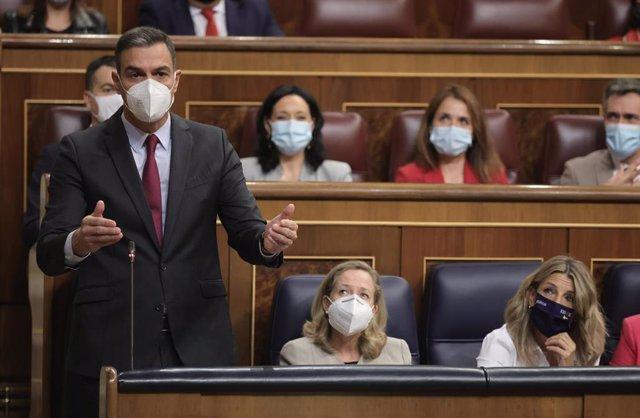 El presidente del Gobierno, Pedro Sánchez, interviene en una sesión de control al Gobierno en el Congreso de los Diputados, a 13 de octubre de 2021, en Madrid, (España).