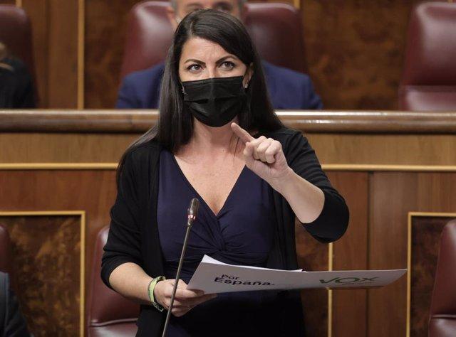 La secretaria general del Grupo de Vox en el Congreso, Macarena Olona, interviene en una sesión de control al Gobierno en el Congreso de los Diputados, a 13 de octubre de 2021, en Madrid, (España).