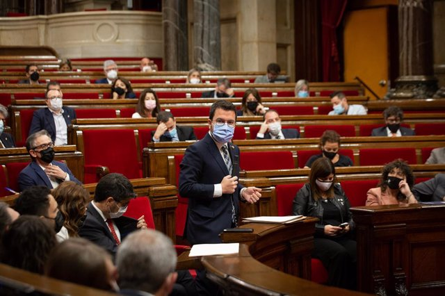 Arxiu - El president de la Generalitat, Pere Aragonès, intervé en el ple del Parlament