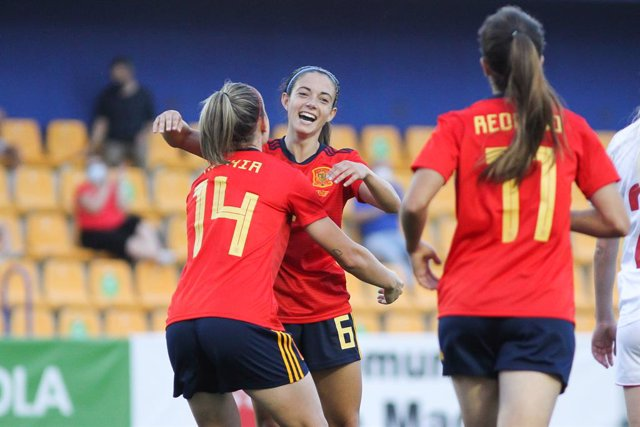 Archivo - Aitana Bonmati Conca of Spain celebrates a goal with Alexia Putellas Segura during the women international friendly match played between Spain and Denmark at Santo Domingo stadium on Jun 15, 2021 in Alcorcon, Madrid, Spain.