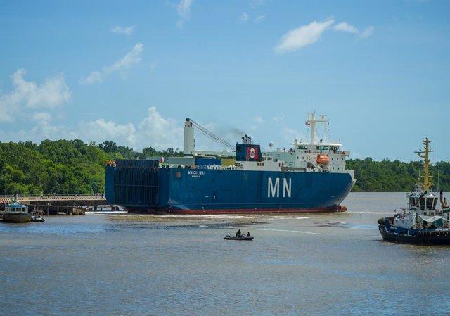 Llegada a Guayana Francesa del barco que ha transportado al telescopio Webb de la NASA durante 16 días desde California