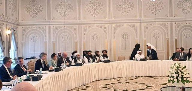 Una delegación talibán encabezada por su ministro de Exteriores, Amir Jan Muttaqi, se reúne con representantes de EEUU, UE y otros países occidentales en Doha