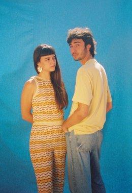 La cantante Clara Fiol y el guitarrista Joan Valbona.