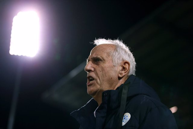 Archivo - 17 November 2019, Kosovo, Pristina: Kosovo Manager Bernard Challandes is pictured during the UEFA EURO 2020 qualifiers Group A soccer match between Kosovo and England at the Fadil Vokrri Stadium, known as Pristina City Stadium. Photo: Steven Pas