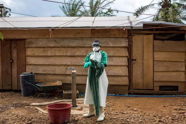Archivo - IMC Ebola treatment centre, supported by WHO.