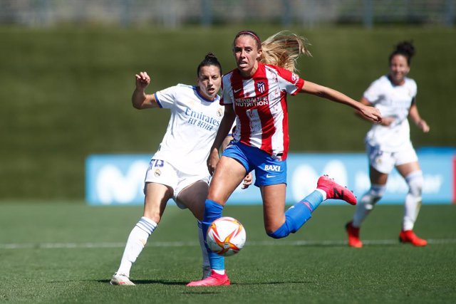 Archivo - Aurelie Anne Sophie Kaci of Real Madrid and Maitane Lopez of Atletico de Madrid in action during the spanish women league, Primera Iberdrola, football match played between Real Madrid and Atletico de Madrid at Alfredo Di Stefano stadium on Septe