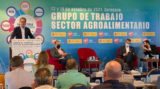 Intervención de Pedro Hojas en las jornadas organizadas por UGT FICA