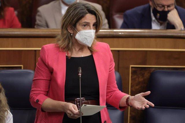 La ministra de Transición Ecológica, Teresa Ribera, interviene en una sesión de control al Gobierno en el Congreso de los Diputados, a 13 de octubre de 2021, en Madrid, (España). Durante la sesión, el Ejecutivo central tiene previsto presentar el proyecto