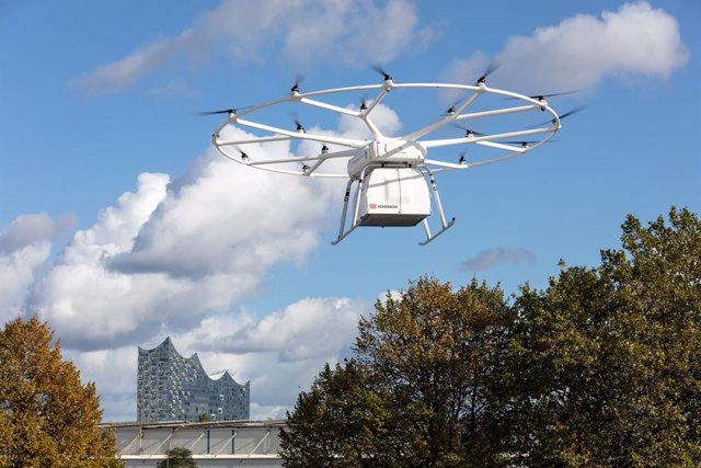 Successful First Public Flight of Volocopter's VoloDrone in Hamburg at ITS World Congress 2021 - Joint Demonstration with DB Schenker