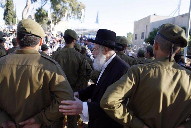Archivo - Ceremonia de graduación de soldados del batallón Netzah Yehuda (imagen de archivo)