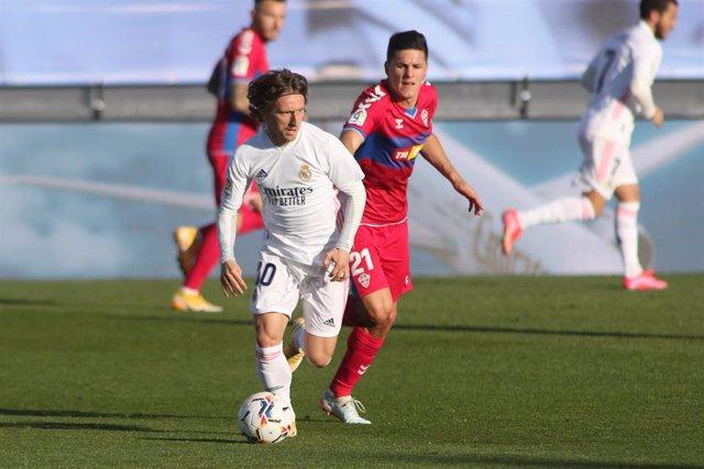 Archivo - Luka Modric durante el Real Madrid-Elche de la temporada pasada