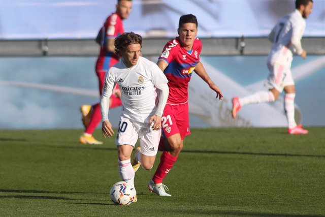 Archivo - Luka Modric of Real Madrid in action during the spanish league, La Liga Santander, football match played between Real Madrid and Elche at Alfredo di Stefano stadium on March 13, 2021, in Valdebebas, Madrid, Spain.