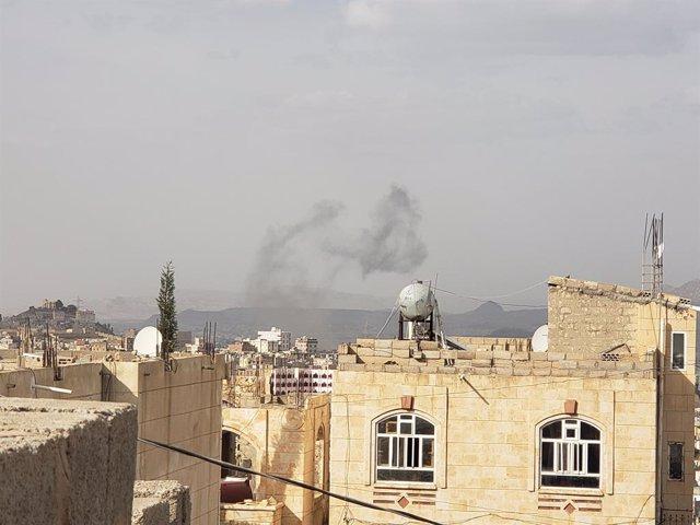 Archivo - Un bombardeo aéreo de la coalición liderada por Arabia Saudí sobre Saná