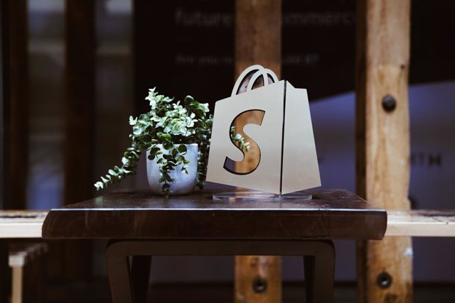 Archivo - Programa global de ERP de Shopify