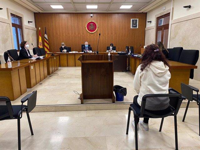 Condenada a tres años y diez meses de prisión por apuñalar a su pareja tras una discusión en su piso de Palma