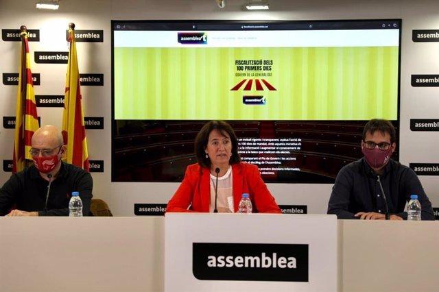El secretari nacional de l'ANC, Jordi Domingo, la presidenta de l'entitat, Elisenda Paluzie, i el coordinador de la Comissió d'Estratègia i Discurs de l'ANC, Arnau Padró
