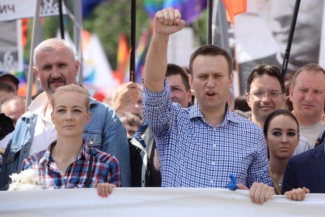 Archivo - El opositor ruso Alexei Navalni durante una manifestación en Moscú