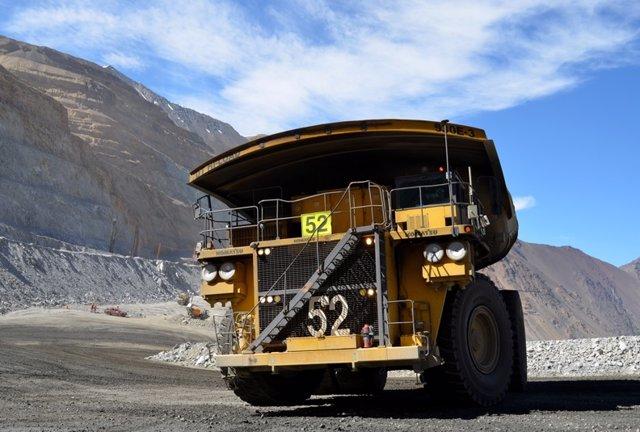 Archivo - Camión en una mina de Chile