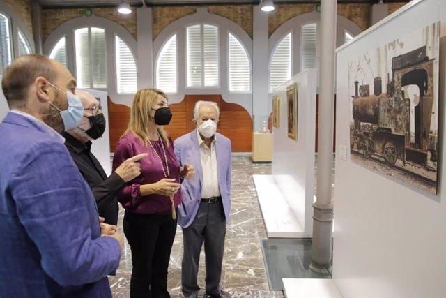 Inauguración en el Centro de Recepción del Puerto de la exposición 'Pasado&Presente'.