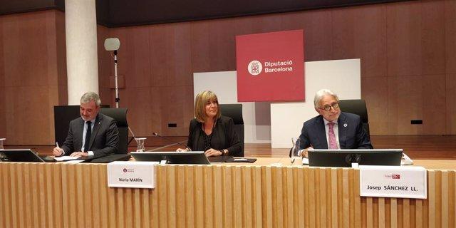 El primer tinent d'alcalde de Barcelona, Jaume Collboni; la presidenta de la Diputació de Barcelona, Núria Marín, i el president de Foment del Treball, Josep Sánchez Llibre, signen el conveni '250 aniversari i Think Tank Foment'