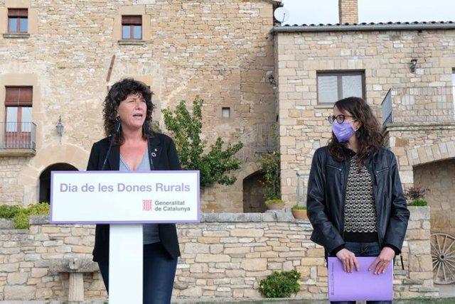 Les conselleres d'Igualtat i Feminismes, Tània Verge, i d'Acció Climàtica, Alimentació i Agenda Rural, Teresa Jordà, durant la roda de premsa