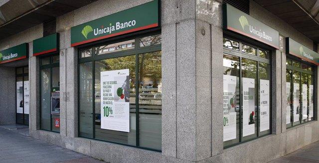 Archivo - Una oficina de Unicaja Banco.