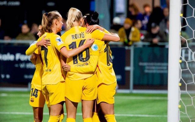 Las jugadoras del FC Barcelona celebran el 0-1 de Rolfo en el partido ante el Koge danés en la Liga de Campeones femenina