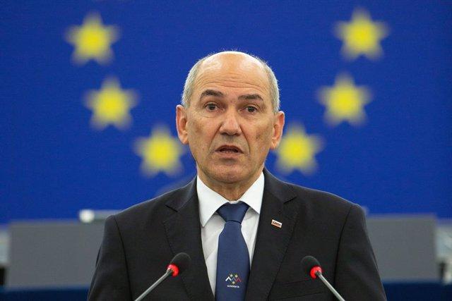 Archivo - El primer ministro de Eslovenia, Janez Jansa, en un discurso en la Eurocámara