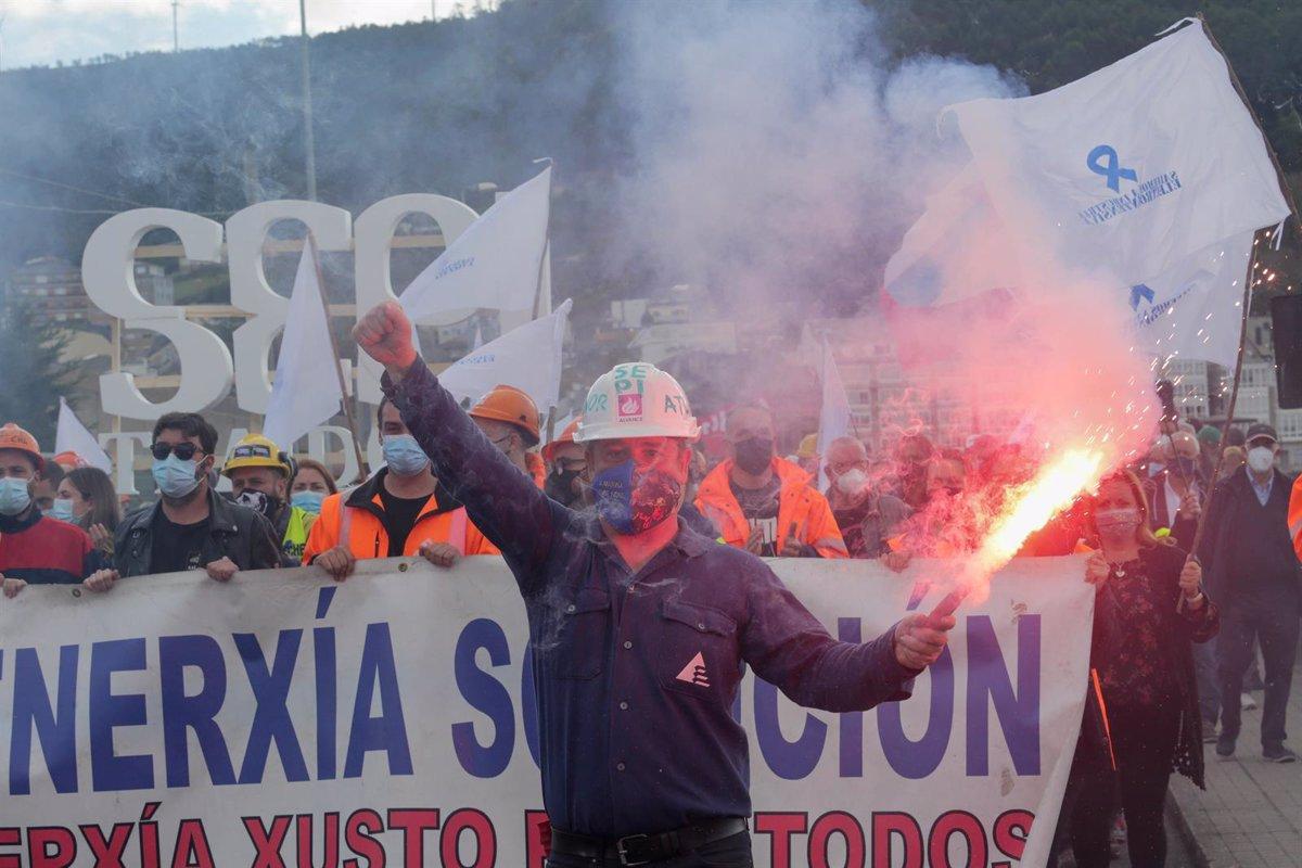 Miles de personas se manifiestan en Viveiro (Lugo) en defensa de un futuro industrial para A Mariña