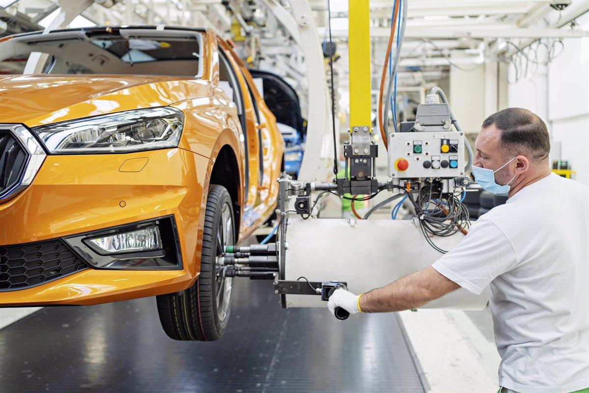 La expansión de la eurozona se frena a mínimos de 6 meses con subidas de precios récord, según PMI