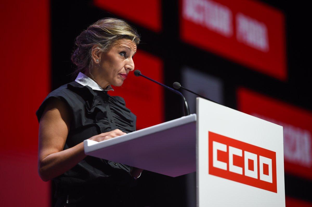 Díaz reafirma ante CCOO su compromiso de derogar la reforma laboral «a pesar de las resistencias»
